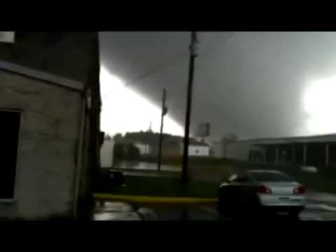 Video of tornado in Adairsville, Georgia - 30th...